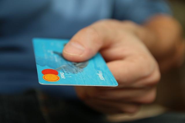 Cuídese de cargos no reconocidos en su tarjeta